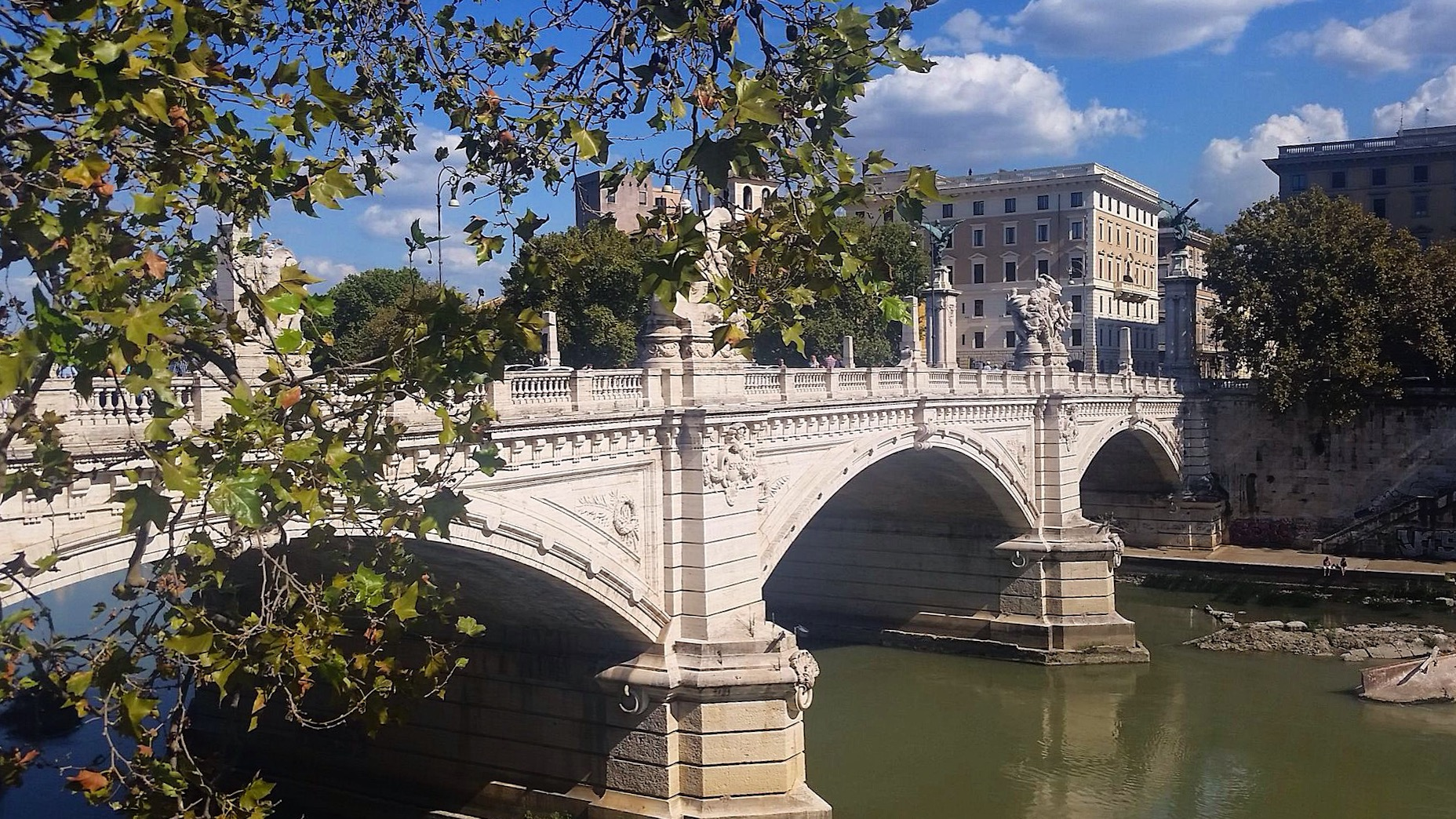 Bridge-Rome-Tiber-River